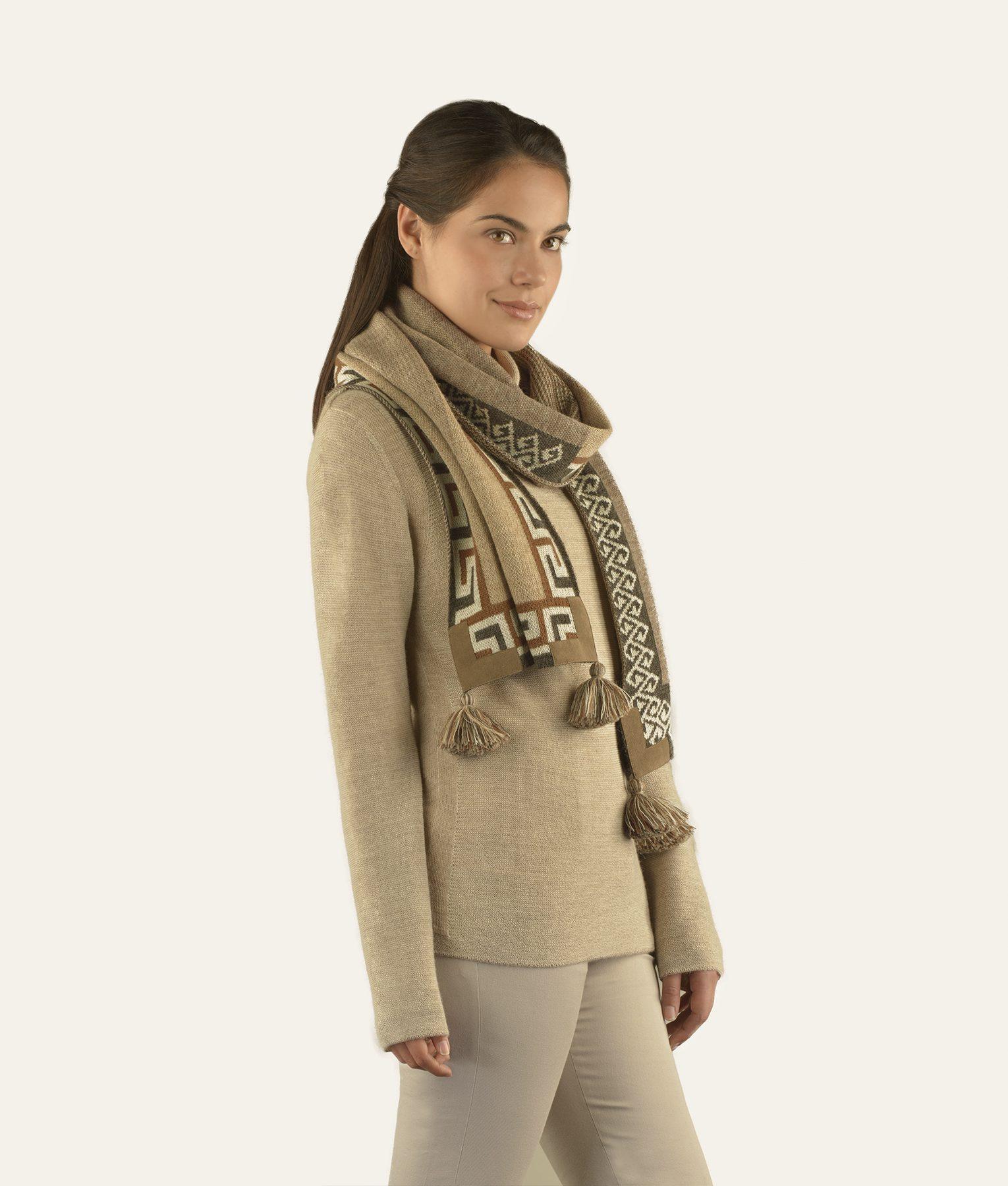 Écharpe MANTA en bébé alpaga - écharpes, bonnets et pulls en alpaga. Fine Alpaca, fine laine et coton du Pérou, vêtements en fibres naturelles.