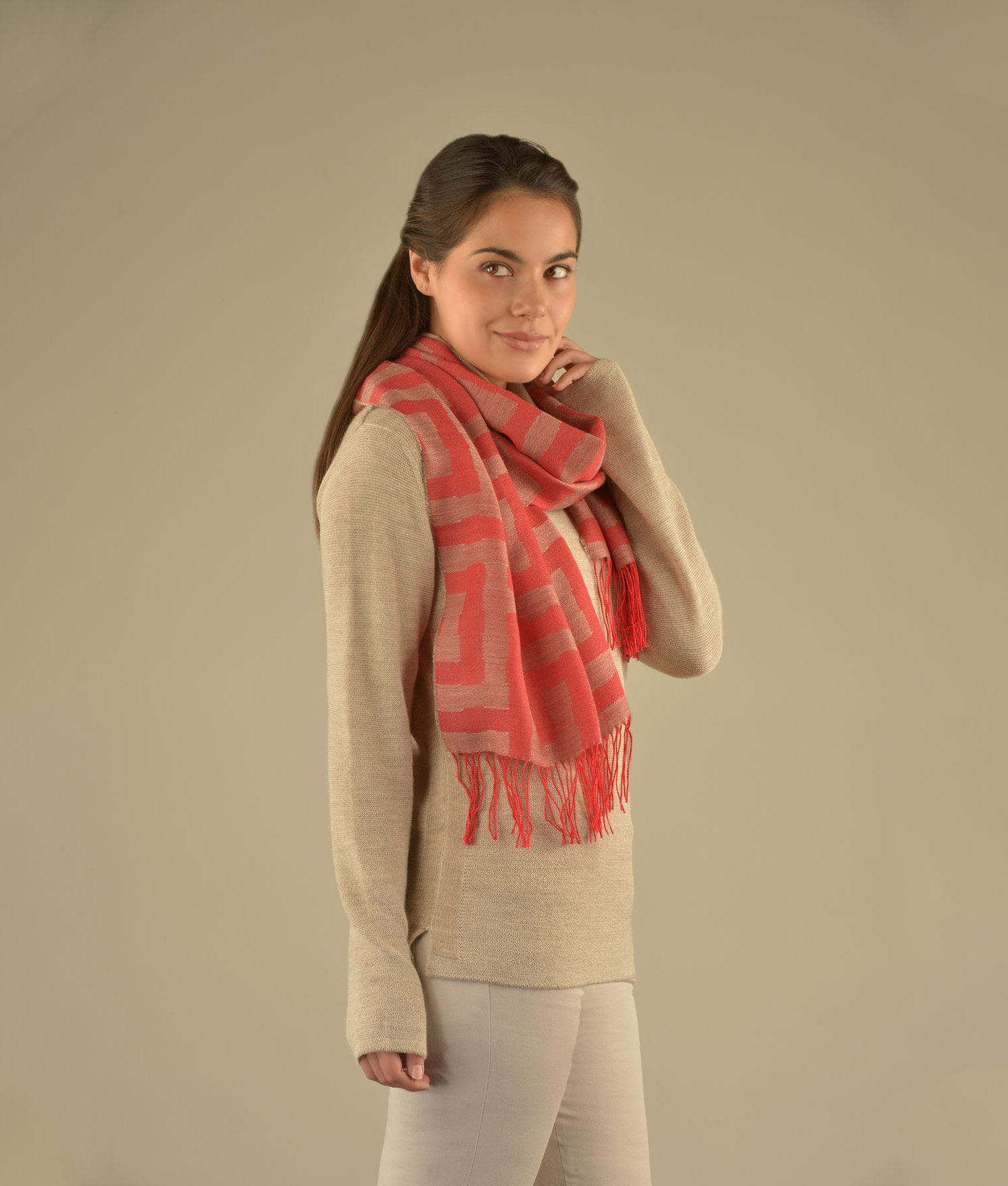 Écharpe MAZE en alpaga et soie - écharpes, bonnets et pulls en alpaga. Fine Alpaca, fine laine et coton du Pérou, vêtements en fibres naturelles.