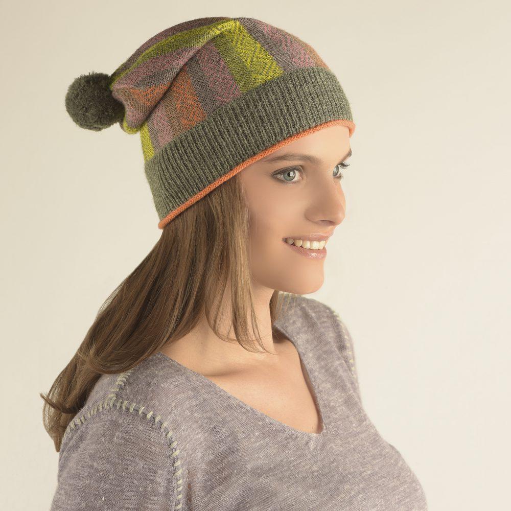 Bonnet JACQUARD en bébé alpaga - écharpes, bonnets et pulls en alpaga. Fine Alpaca, fine laine et coton du Pérou, vêtements en fibres naturelles.