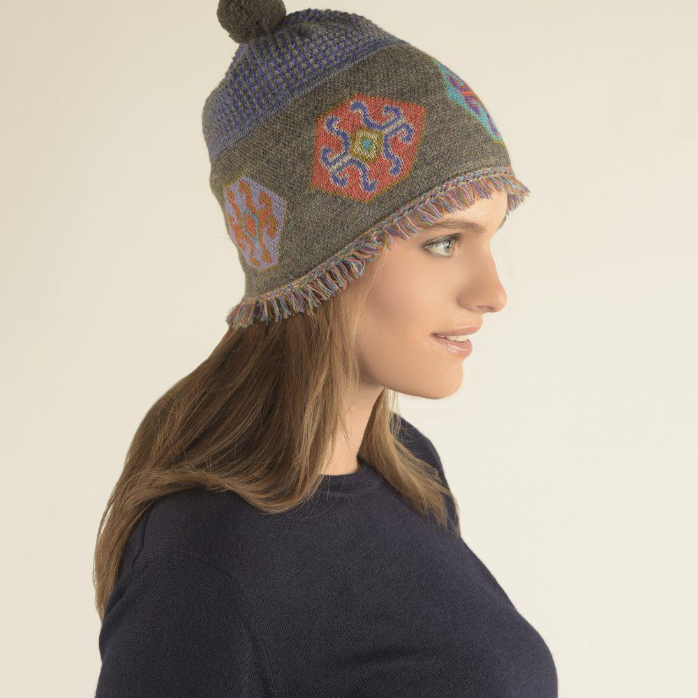 Bonnet SQUARE en bébé alpaga - écharpes, bonnets et pulls en alpaga. Fine Alpaca, fine laine et coton du Pérou, vêtements en fibres naturelles.
