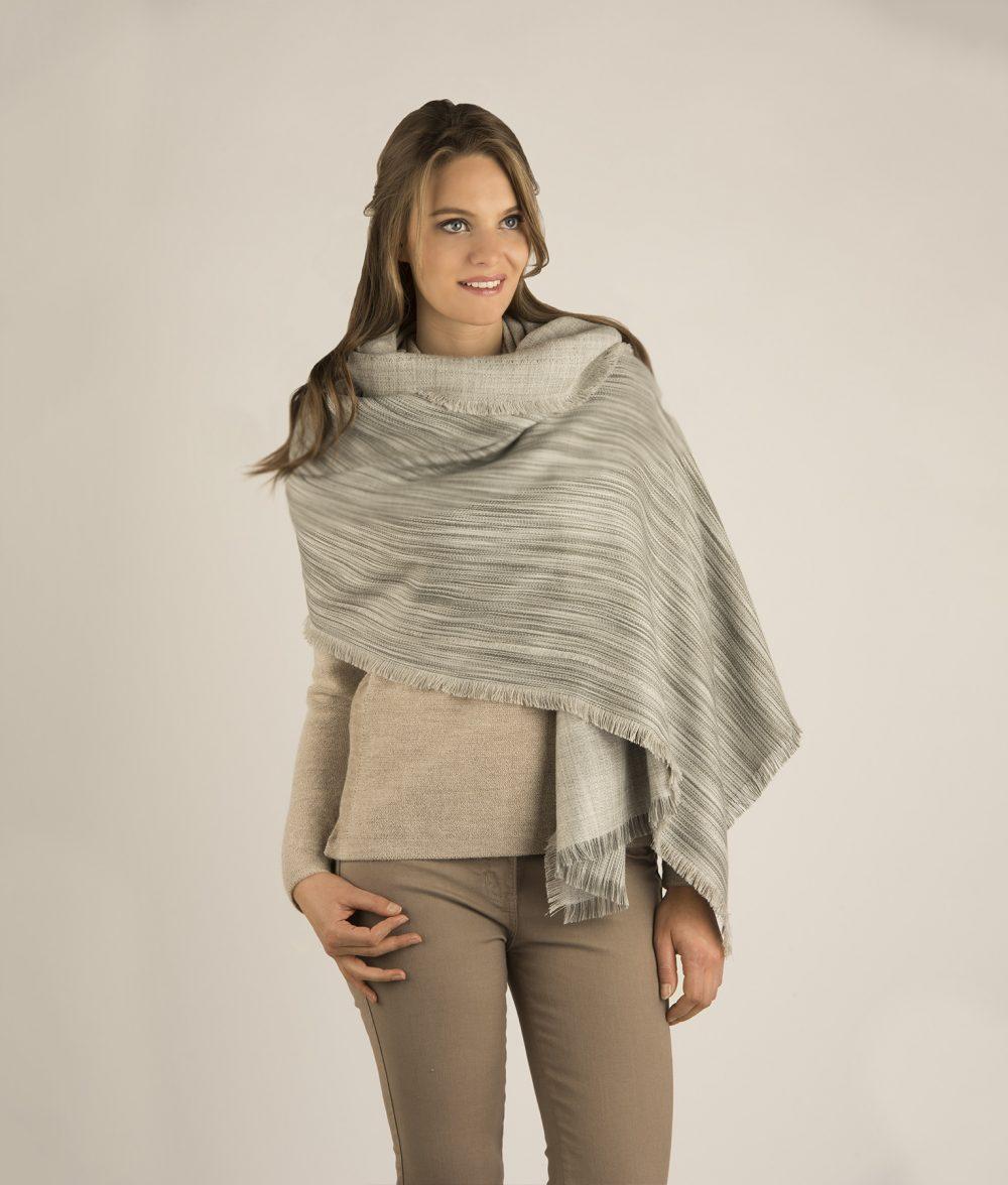 Châle STRIPES en bébé alpaga - écharpes, bonnets et pulls en alpaga. Fine Alpaca, fine laine et coton du Pérou, vêtements en fibres naturelles