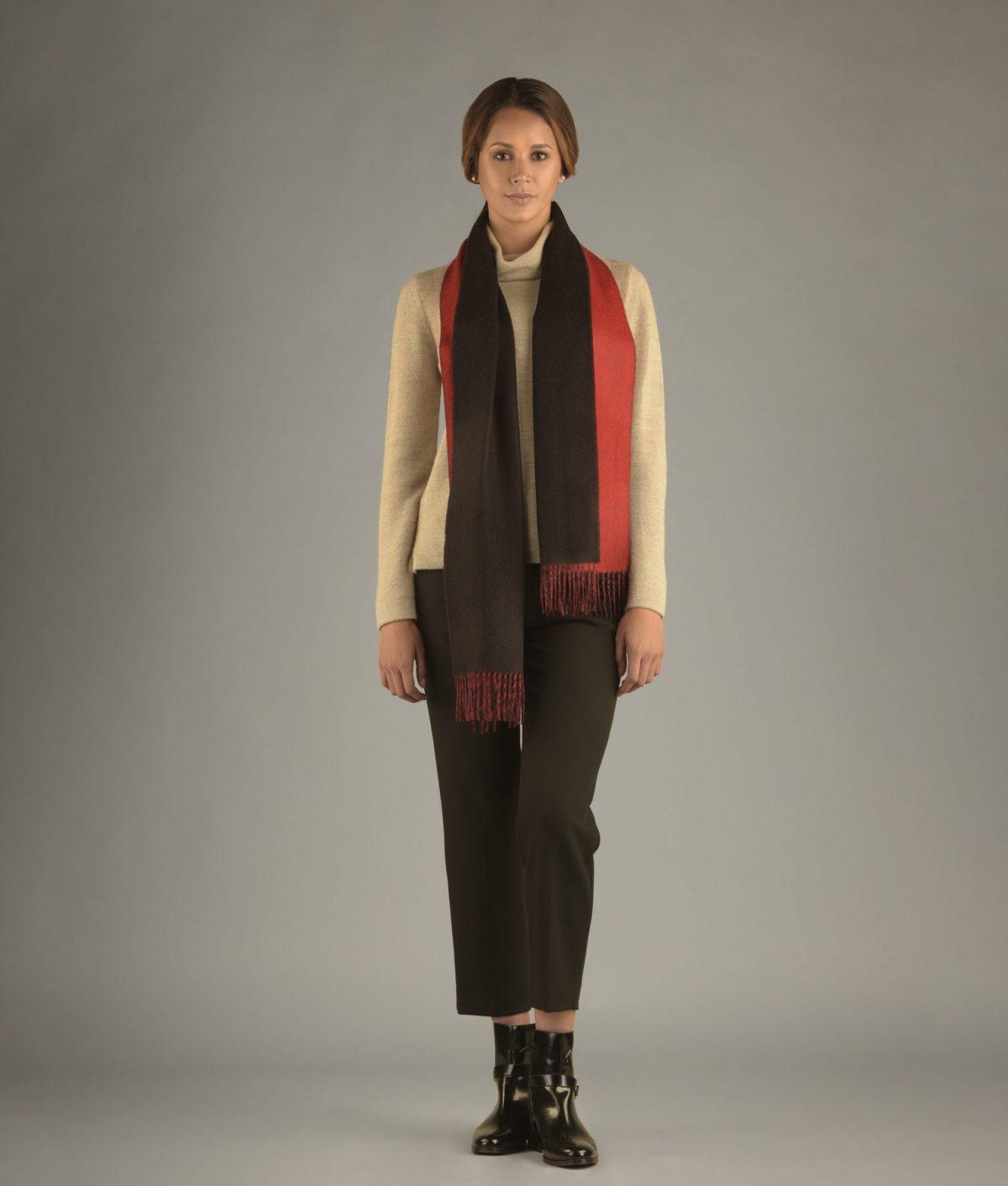 L'écharpe double face rouge et noir en baby alpaga